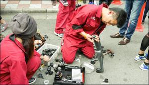 予選落ちチームが修理の応援